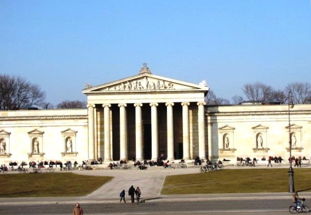 München, Königsplatz, Museum, Göyptothek, Stadtrundfahrt, Besichtigung, Ilona Brenner, guide, Gästeführer,