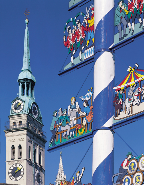 München, viktualienmarkt, Maibaum, Stadtrundfahrt, Besichtigung, Führung, guide, Ilona Brenner,Munich, food market, May tree, Peterschurch, St. Peter, guided tours, local guide, Ilona Brenner, guided tours, sight seeing, Munich, Bavaria, Germany,